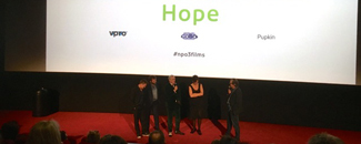 Moos and Hope in premiere
